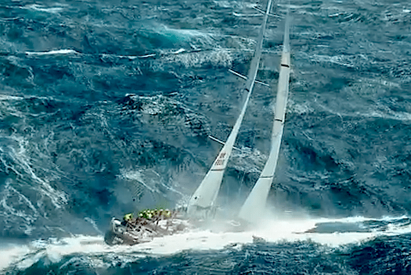 102 яхты на старте Sydney Hobart Race